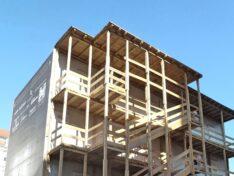 Holz Außenstiege Containeranlage