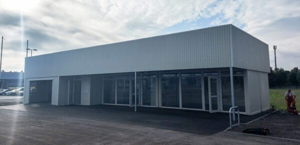 Containeranlage-Autohaus-Showroom-front1